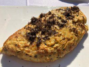 Una cena suculenta: Tortilla de patata con trufa negra